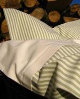 Baby sengelinned, mosgrøn/hvid stribe